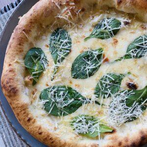 Пица Куатро формаджи с пресен спанак